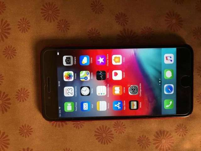 Se vende Iphone 8 Plus de 64 gigas en 3850 bs excelente estado